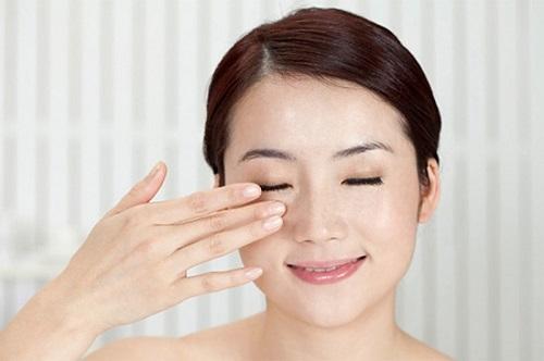 cach-massage-vung-mat-nubeauty-8