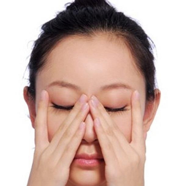 cach-massage-vung-mat-nubeauty-4