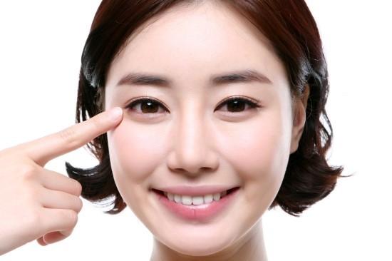 cach-massage-vung-mat-nubeauty-3
